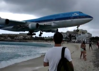 Jumbo Jets vs People On St Martin Beach-Take Off & Landing ...